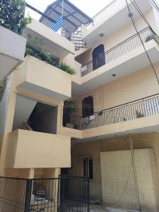 Gallery Cover Image of 900 Sq.ft 3 BHK Independent Floor for buy in DDA Flat Janakpuri, Janakpuri for 13100000