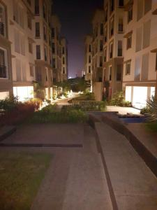Gallery Cover Image of 1034 Sq.ft 2 BHK Apartment for buy in Arihant Tiara, Ekkatuthangal for 7983439