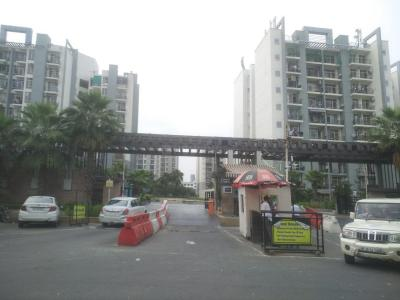 Gallery Cover Image of 950 Sq.ft 2 BHK Apartment for rent in Omaxe Grand Woods, Sector 93B for 19000