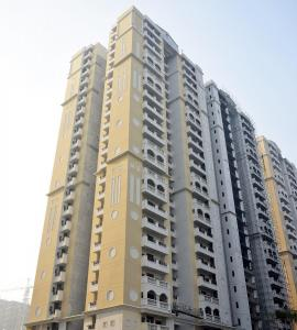 Gallery Cover Image of 1285 Sq.ft 3 BHK Apartment for rent in Purvanchal Royal Park, Sector 137 for 17000