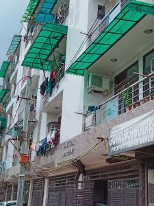 Gallery Cover Image of 450 Sq.ft 1 BHK Apartment for rent in Hari Om Apartment, Bharat Vihar for 6000