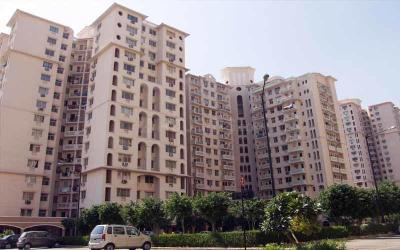 Gallery Cover Image of 964 Sq.ft 2 BHK Apartment for rent in DLF Princeton Estate, DLF Phase 5 for 40000
