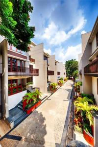 Gallery Cover Image of 4500 Sq.ft 5 BHK Villa for buy in Kings Domain, C V Raman Nagar for 85000000