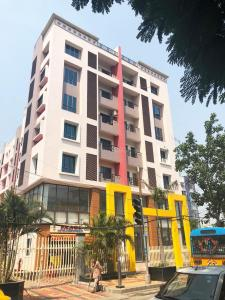 Gallery Cover Image of 1261 Sq.ft 3 BHK Apartment for rent in Ajmir Apartment, Phool Bagan for 30000