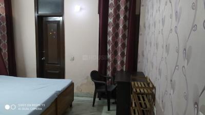 जीटीबी नगर में स्वीट होम गर्ल्स पीजी के बेडरूम की तस्वीर
