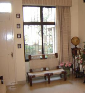 Gallery Cover Image of 1500 Sq.ft 3 BHK Apartment for buy in Vasant Vihar for 38000000