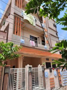 Gallery Cover Image of 6500 Sq.ft 10 BHK Independent House for buy in Quthbullapur for 22000000