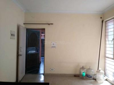 Gallery Cover Image of 750 Sq.ft 1 BHK Apartment for rent in Vasant Kunj for 21000