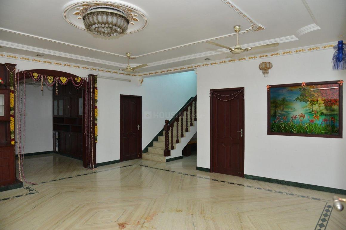 Living Room Image of 6000 Sq.ft 5+ BHK Independent House for rent in Medavakkam for 125000