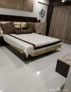 Gallery Cover Image of 1600 Sq.ft 3 BHK Apartment for rent in Goregaon West for 60000