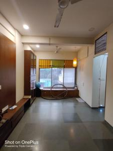 Gallery Cover Image of 510 Sq.ft 1 BHK Apartment for rent in Dadar East for 35000