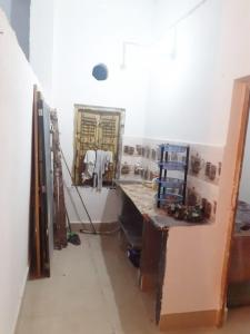 Gallery Cover Image of 650 Sq.ft 2 BHK Apartment for rent in Jadavpur for 12000