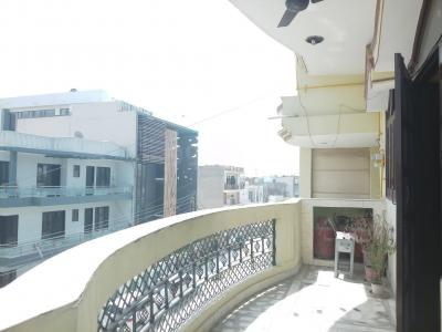 Gallery Cover Image of 2400 Sq.ft 3 BHK Independent Floor for buy in Sector 11 for 8500000