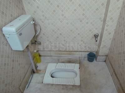 गढ़ी में शांति पीजी में बाथरूम की तस्वीर