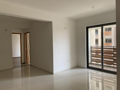 Gallery Cover Image of 1057 Sq.ft 2 BHK Apartment for rent in Arvind Skylands, Nehru Nagar for 24000