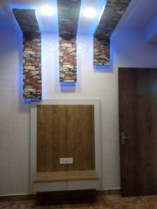Gallery Cover Image of 1850 Sq.ft 4 BHK Independent Floor for rent in Niti Khand for 25000