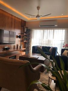 Gallery Cover Image of 750 Sq.ft 1 BHK Apartment for rent in Sion for 43000