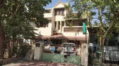 Gallery Cover Image of 1800 Sq.ft 3 BHK Independent House for rent in Nava Vadaj for 80000