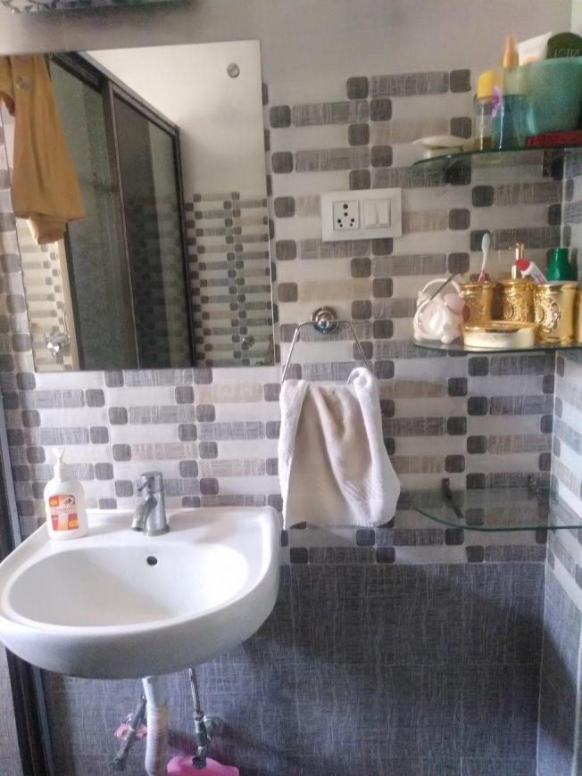 Common Bathroom Image of 985 Sq.ft 2 BHK Apartment for rent in Netaji Nagar for 40000