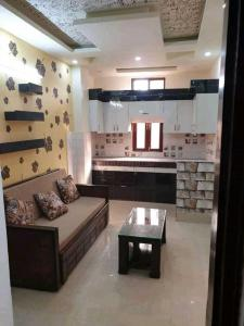 Gallery Cover Image of 900 Sq.ft 3 BHK Independent Floor for buy in Dabri for 2800000