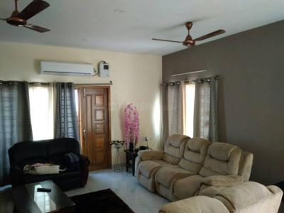 Gallery Cover Image of 2400 Sq.ft 4 BHK Apartment for rent in  Casal Apartments, Neelankarai for 53000