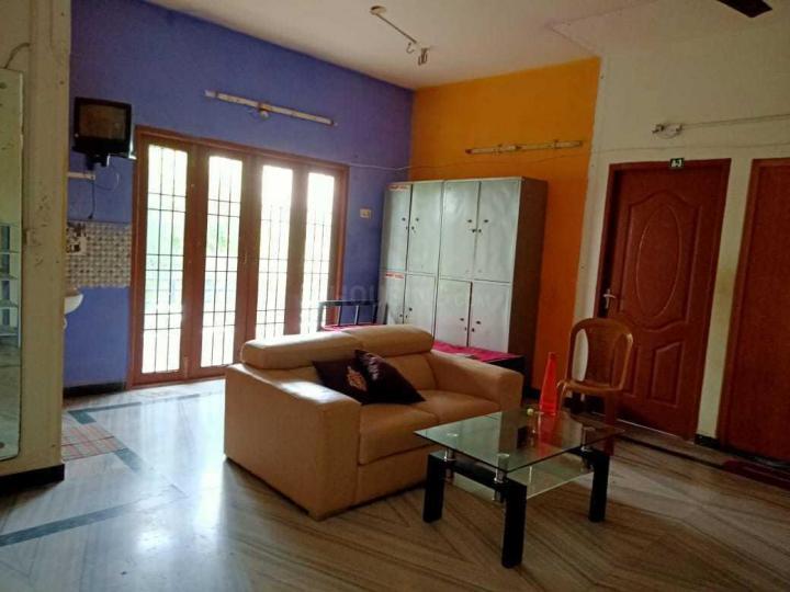 करापक्कम में ऑरेंज पीजी के लिविंग रूम की तस्वीर