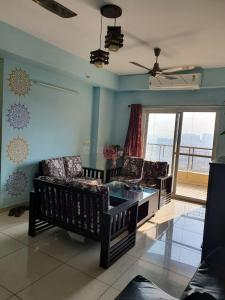 Gallery Cover Image of 2190 Sq.ft 3 BHK Apartment for rent in Sector 137 for 30000