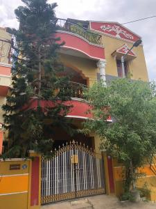 Gallery Cover Image of 1150 Sq.ft 2 BHK Independent House for rent in Kolathur for 14000