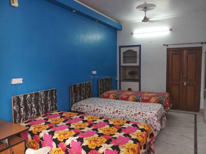 सेक्टर 5 रोहिणी में मोनिका पीजी के बेडरूम की तस्वीर