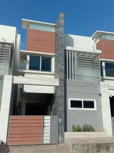 Gallery Cover Image of 2000 Sq.ft 3 BHK Independent House for buy in Kattupakkam for 11000000