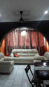 Gallery Cover Image of 650 Sq.ft 1 BHK Apartment for rent in Skylark Apartments, Khar West for 55000