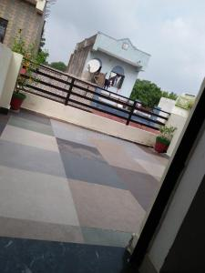 Gallery Cover Image of 600 Sq.ft 1 RK Independent Floor for rent in Mahadev Platinum, Ghodasar for 5500