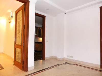 Gallery Cover Image of 3000 Sq.ft 3 BHK Independent Floor for buy in Golf Links for 150000000