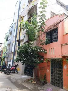 Gallery Cover Image of 800 Sq.ft 2 BHK Independent House for buy in Velachery for 11000000