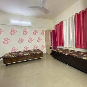 Hall Image of Akash Home's in Borivali East