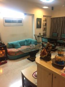 Gallery Cover Image of 980 Sq.ft 2 BHK Apartment for rent in Khar West for 90000
