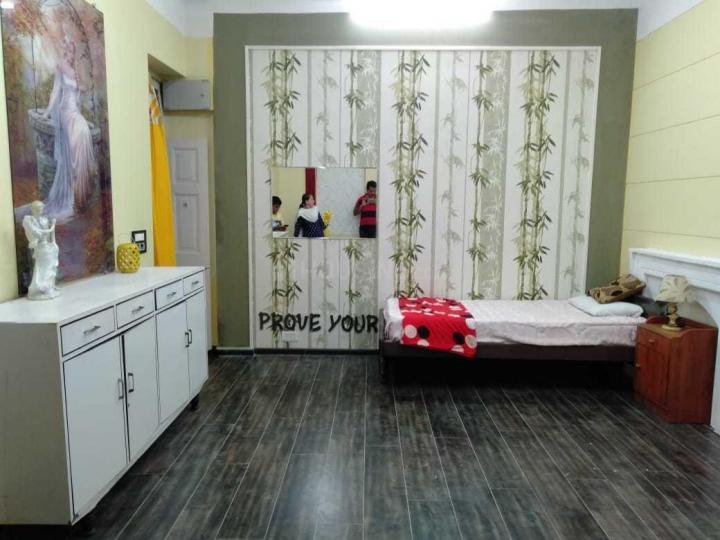 कैंप में शांति कुंज पीजी के बेडरूम की तस्वीर