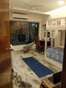 Gallery Cover Image of 2000 Sq.ft 3 BHK Apartment for rent in Bandra West for 140000
