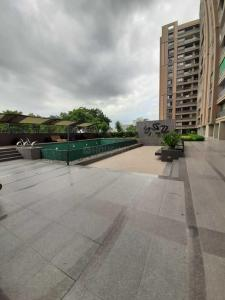 Gallery Cover Image of 2178 Sq.ft 3 BHK Apartment for rent in Shafalya Vertis, Sola Village for 28000