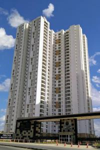 Gallery Cover Image of 1400 Sq.ft 2 BHK Apartment for buy in Prestige Falcon City, Bangalore City Municipal Corporation Layout for 10500000
