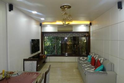 Gallery Cover Image of 910 Sq.ft 2 BHK Apartment for rent in Juhu for 80000
