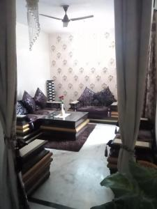 Gallery Cover Image of 1485 Sq.ft 2 BHK Apartment for rent in Akansha Apartment, Sector 62 for 25000