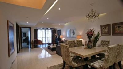 Gallery Cover Image of 1200 Sq.ft 2 BHK Apartment for rent in Bandra West for 200000