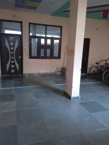 Gallery Cover Image of 850 Sq.ft 1 BHK Apartment for rent in Ashok Vihar Phase II for 8000