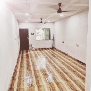 Gallery Cover Image of 550 Sq.ft 1 BHK Independent Floor for rent in Andheri West for 32000