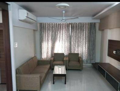 Gallery Cover Image of 630 Sq.ft 1 BHK Apartment for rent in Hashu Niwas, Bandra West for 57000