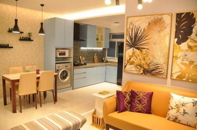 Gallery Cover Image of 1650 Sq.ft 3 BHK Apartment for rent in Rameshwaram Apartment, Prabhadevi for 140000