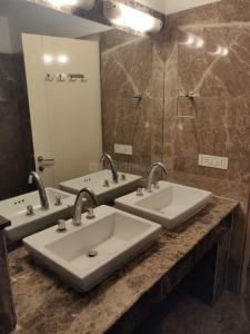 Bathroom Image of 3210 Sq.ft 5 BHK Apartment for buy in Emaar Commonwealth Games Village, Pandav Nagar for 71000000