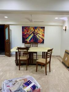 Gallery Cover Image of 1050 Sq.ft 2 BHK Apartment for rent in Cuffe Parade for 140000