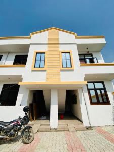 Gallery Cover Image of 700 Sq.ft 2 BHK Villa for buy in Noida Extension for 2449000